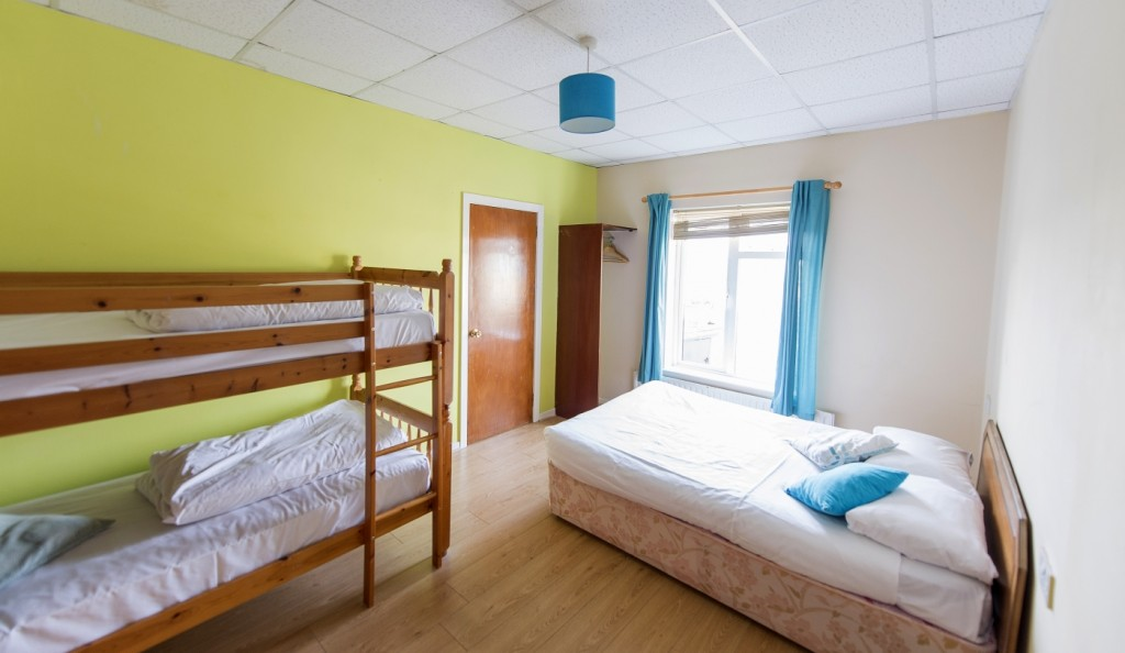 rougey-lodge-family-room